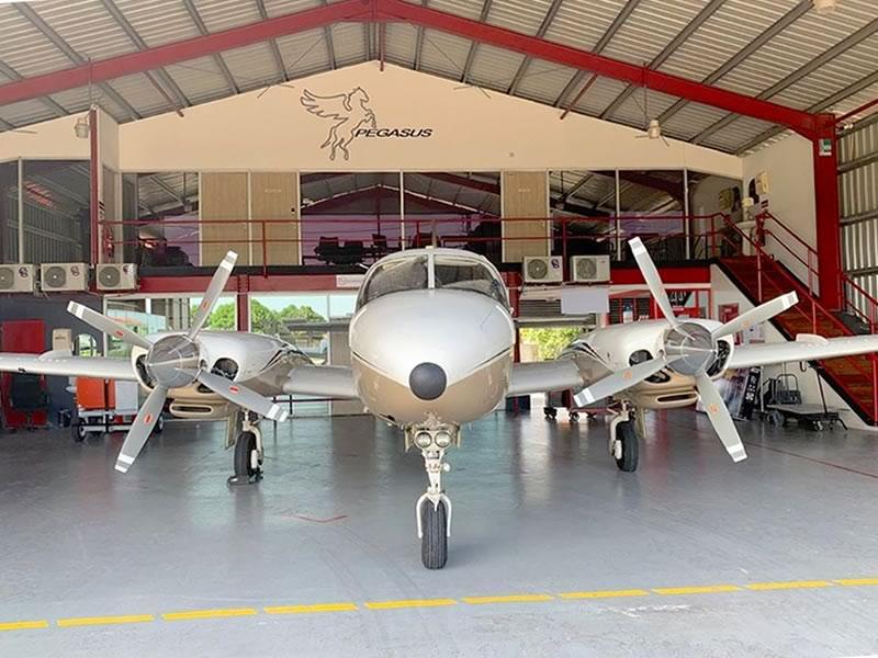 Mysterieus vliegtuigje geland op vliegveld Zorg & Hoop